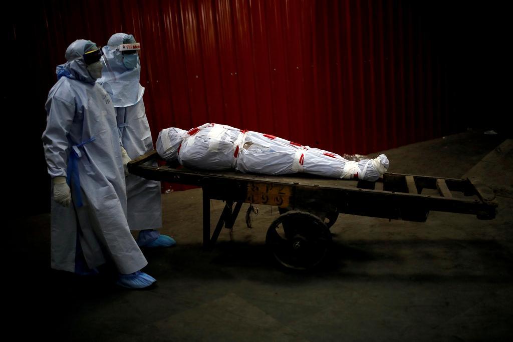 Global COVID-19 death toll tops 2 million