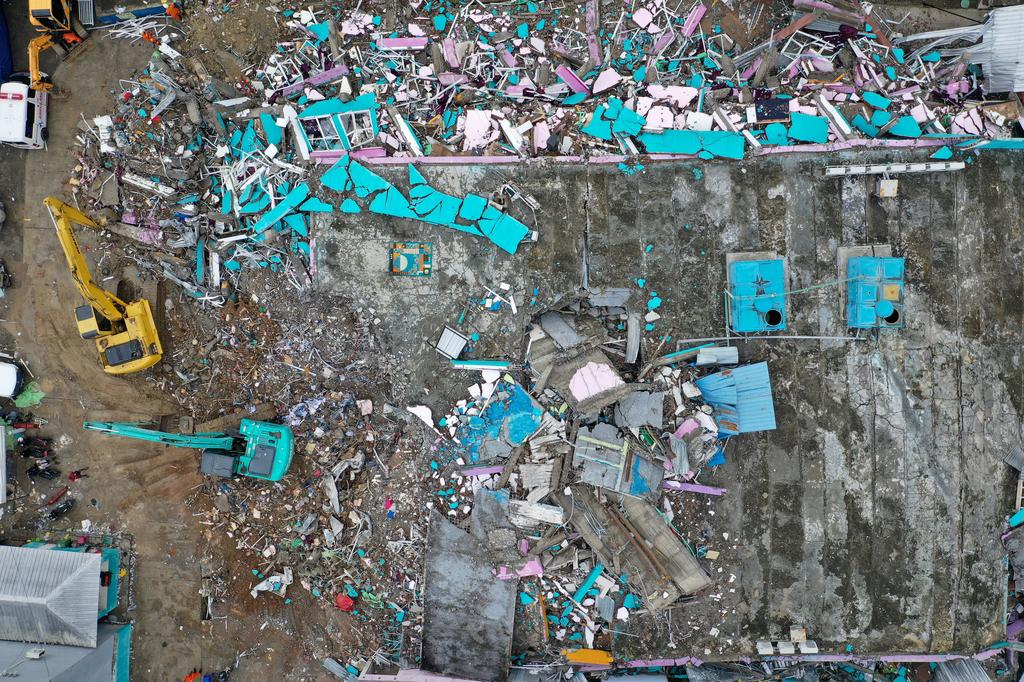 An aerial picture shows a hospital building collapsed following an earthquake in Mamuju, West Sulawesi, Indonesia, January 16, 2021 in this photo taken by Antara Foto. Photo: Reuters