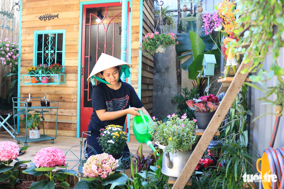 Nhu Ngoc waters plants in the garden. Photo: Thanh Chieu / Tuoi Tre