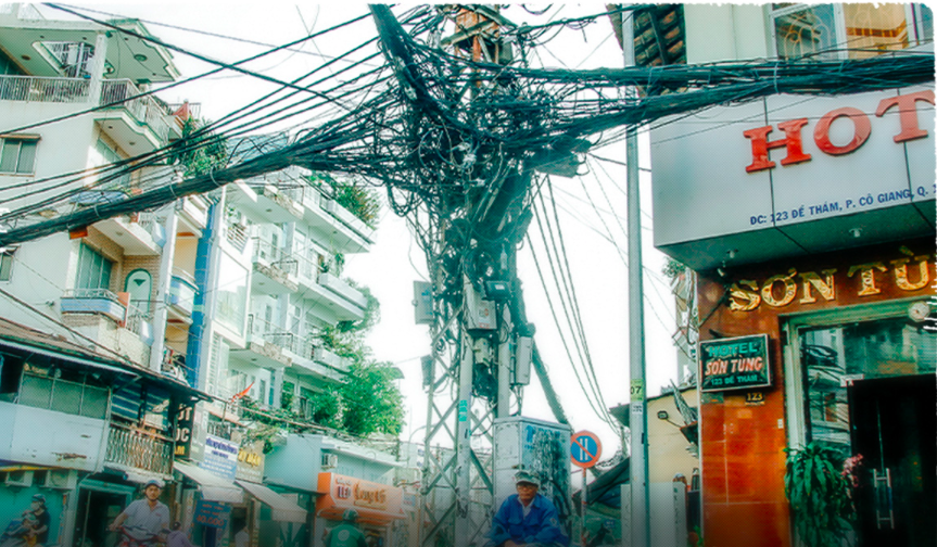 A messy electricity pole seen at the De Tham-Co Bac intersection in District 1 on January 1, 2018. Photo: Hoang Dong – Quang Dinh / Tuoi Tre