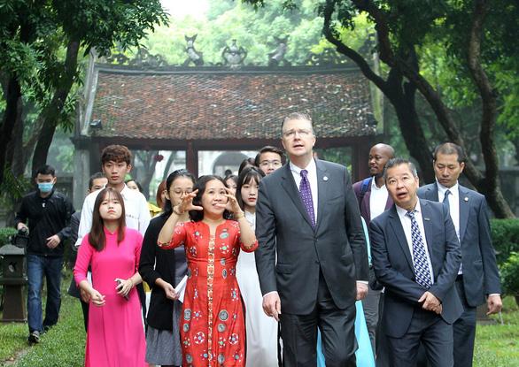 Ambassador Kritenbrink tours the historic Temple of Literature in Hanoi on November 17, 2020. Photo: Hai Pham / Tuoi Tre
