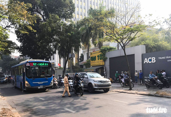 Bus crushes pedestrian to death in District 1, Ho Chi Minh City