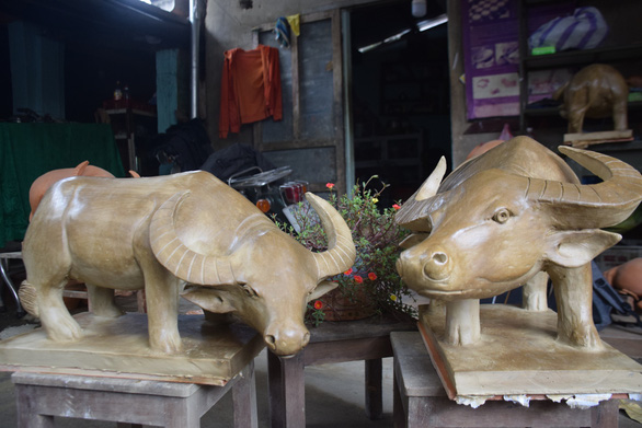 Hoi An's craft villagers make clay buffalo in hope for thriving year