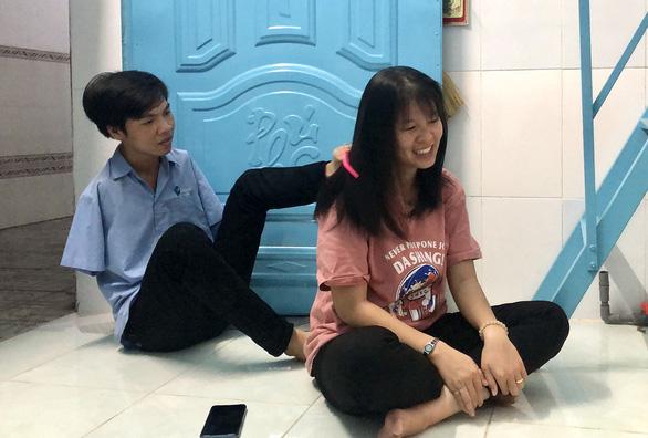 Vietnamese couple show love knows no bounds