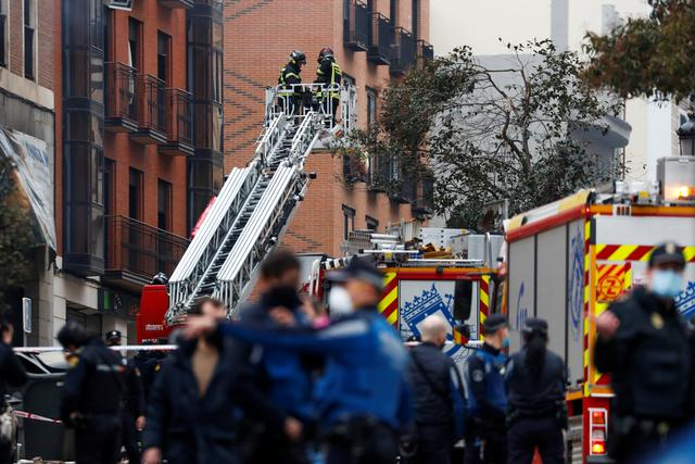 Fire fighters work after an explosion in Madrid downtown, Spain January 20, 2021. Photo: Reuters