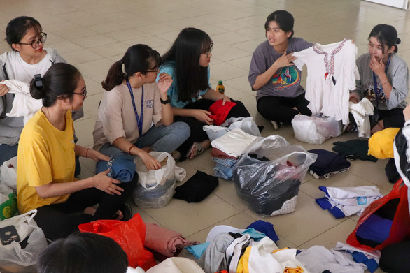 Anh Den Dem volunteers sort donated clothes before washing and distribution. Photo: Nhat Thu / Tuoi Tre