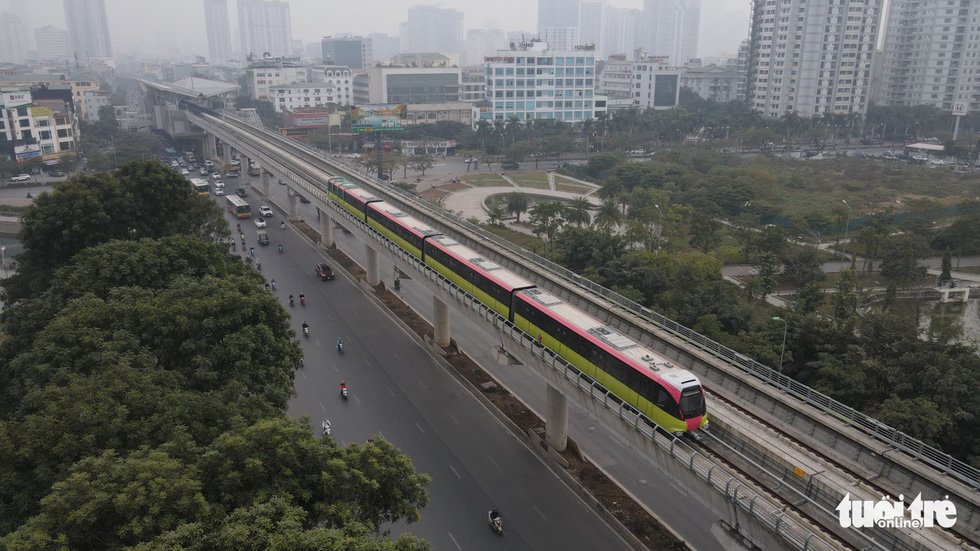 Public guests get first look of Hanoi's third metro line train