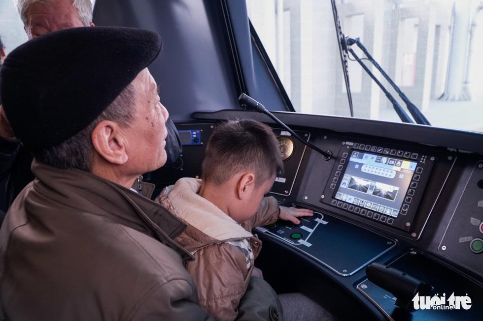 The driver's cabin of the train for the metro line 3 of Hanoi, January 23, 2021. Photo: Pham Tuan / Tuoi Tre