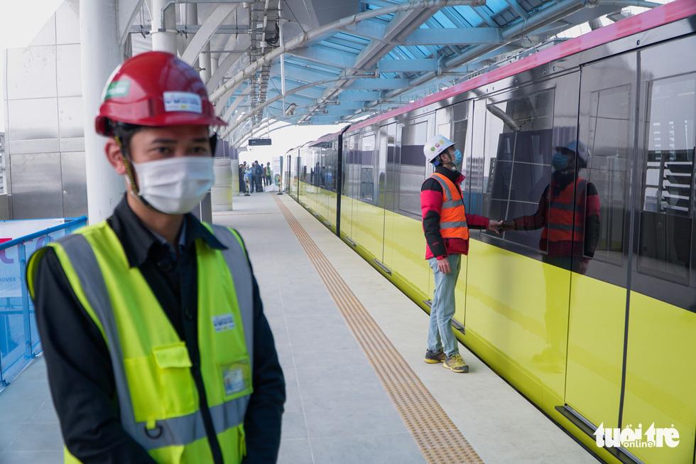 Staffers of the metro train are seen at the S1 terminal in Hanoi, January 23, 2021. Photo: Pham Tuan / Tuoi Tre