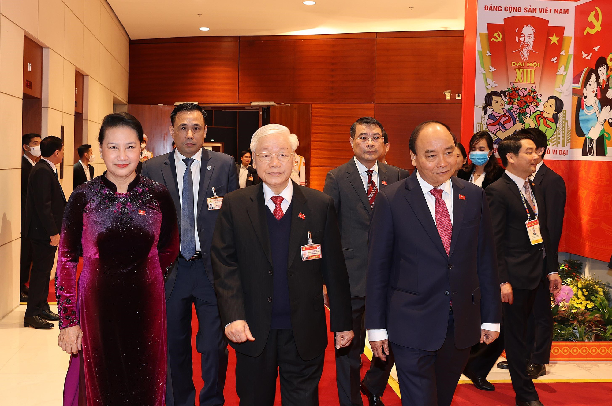From left: National Assembly Chairwoman Nguyen Thi Kim Ngan, Party General Secretary and State President Nguyen Phu Trong, and Prime Minister Nguyen Xuan Phuc arrive at the preparatory session in Hanoi, January 25, 2021. Photo: Vietnam News Agency