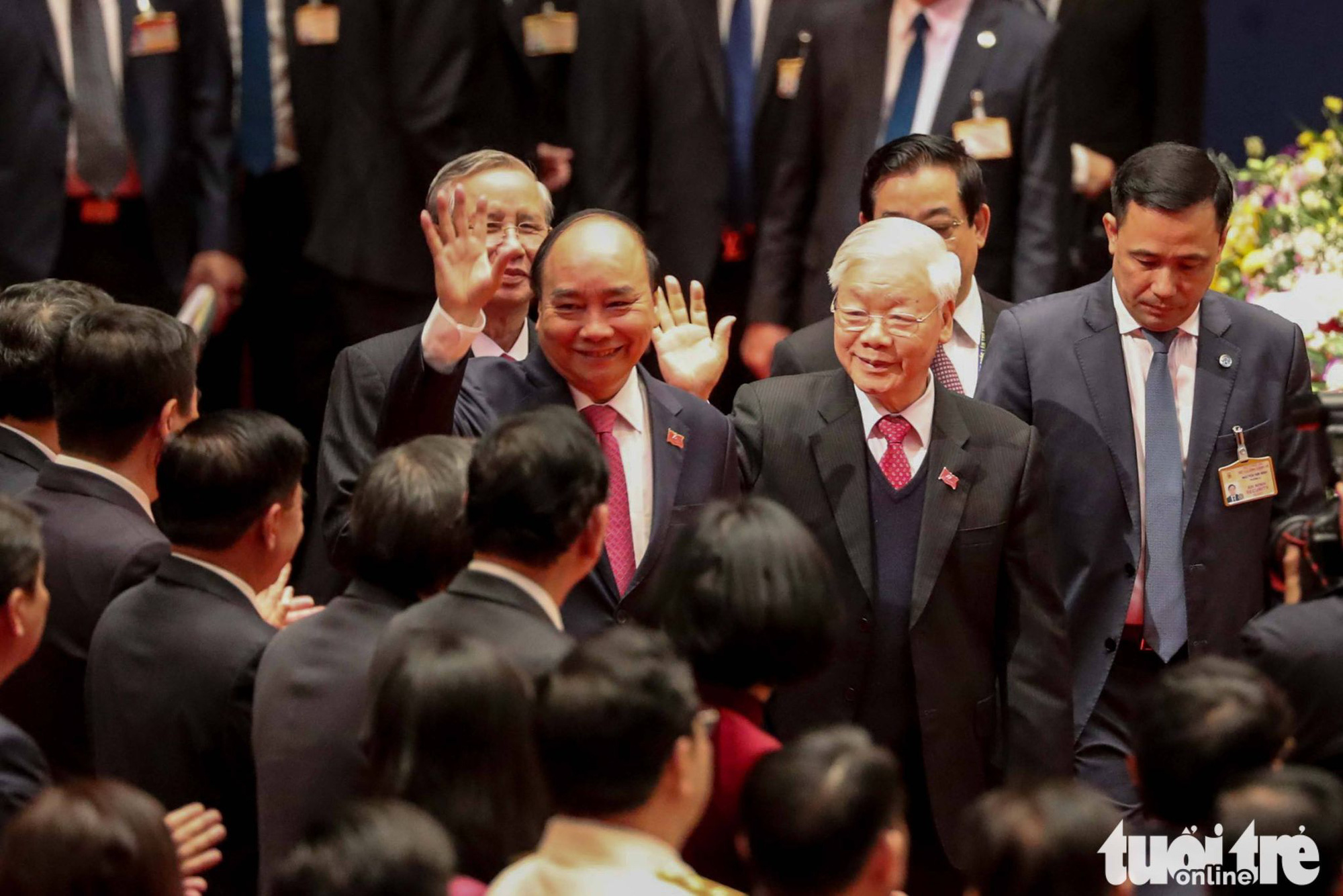 Vietnamese Party General Secretary and State President Nguyen Phu Trong (R) and Prime Minister Nguyen Xuan Phuc arrive at the preparatory session in Hanoi, January 25, 2021. Photo: Minh Linh / Tuoi Tre