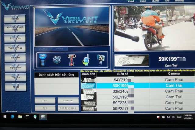 Information recorded by the cameras is shown on a tablet installed on the front of the motorbike. Photo: D. T. / Tuoi Tre