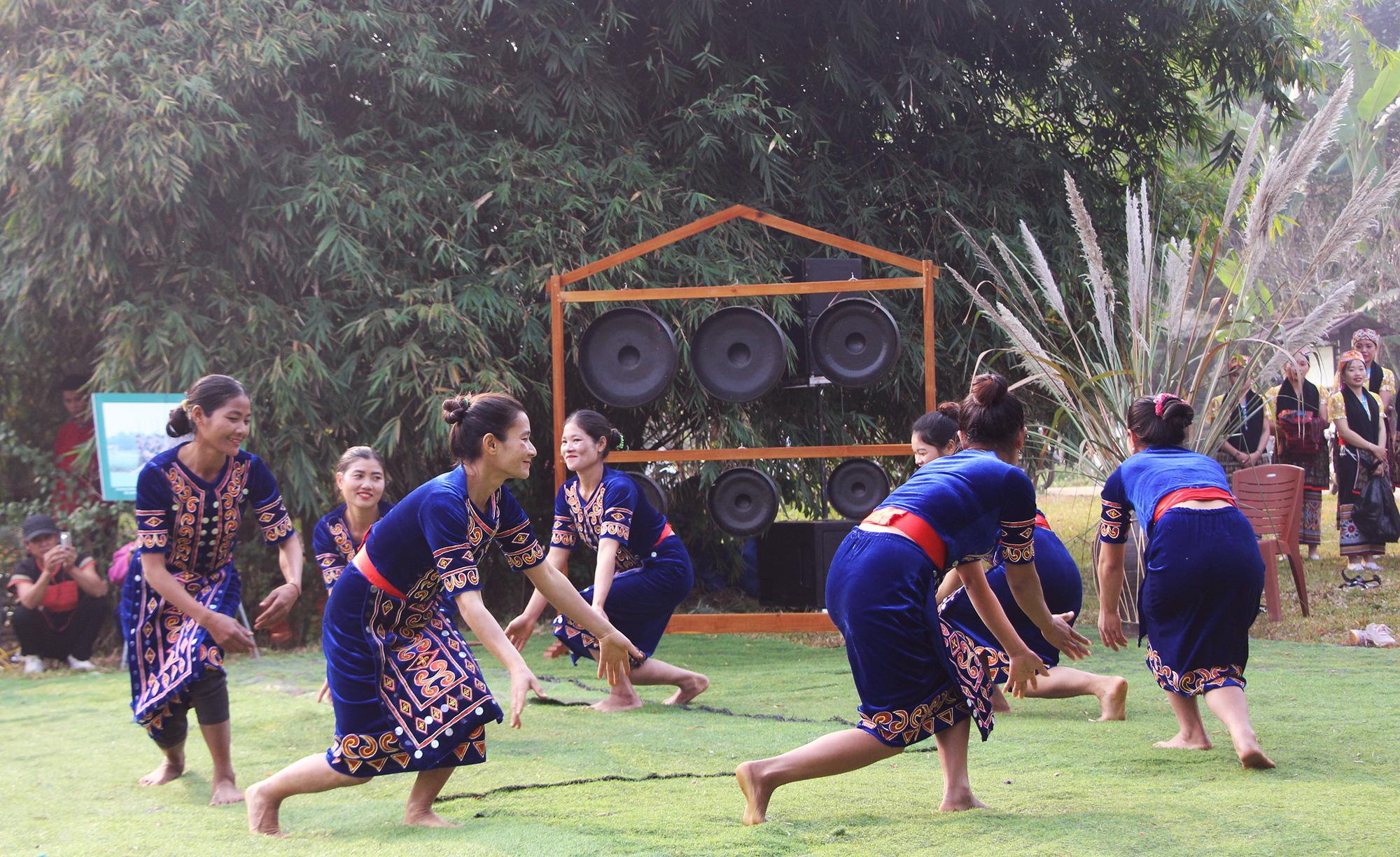 Hanoi culture-tourism village hosts ethnic people's spring-welcoming activities
