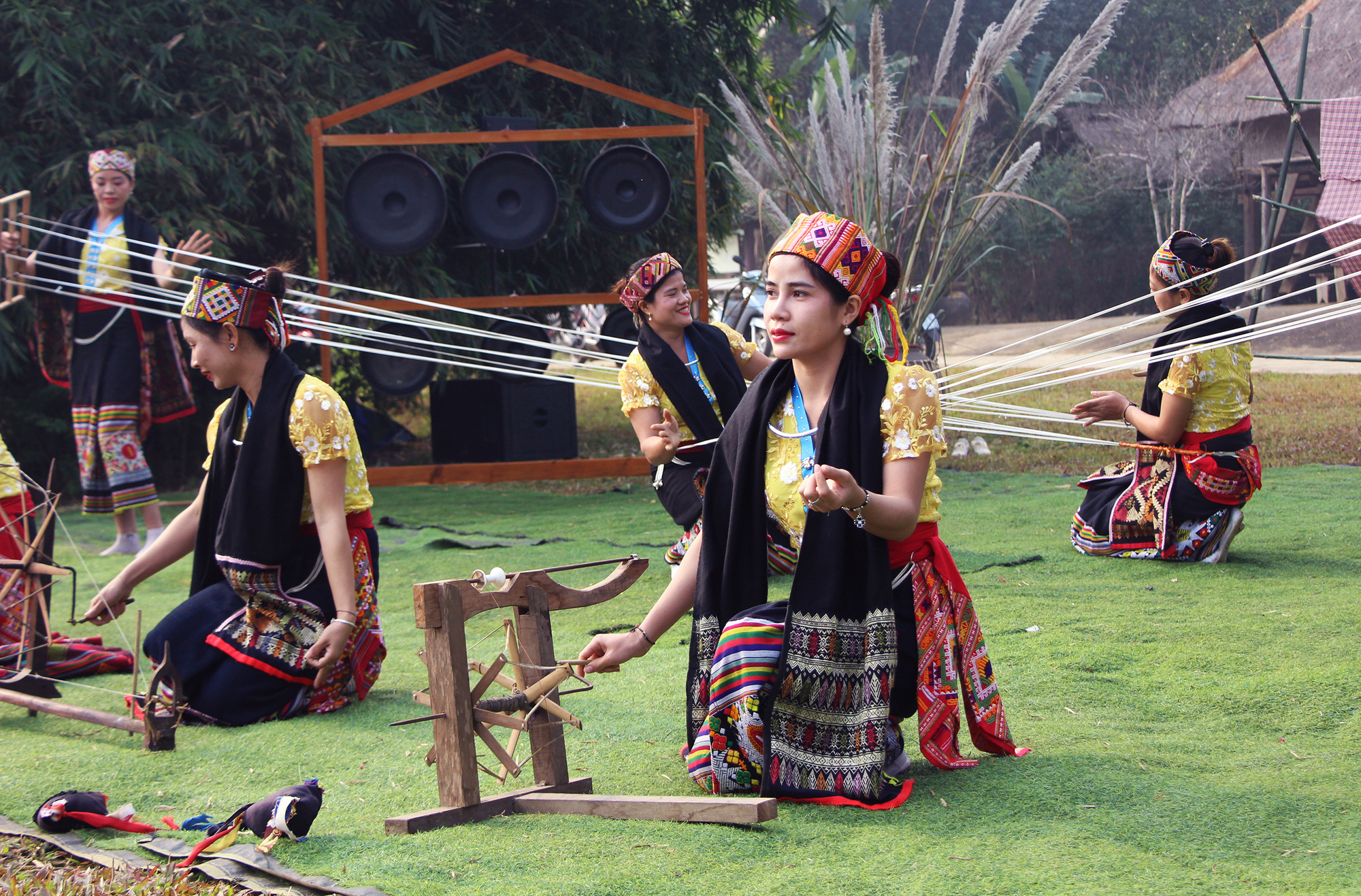 Women perform Kho Mu ethnic people's traditional dance at a festival at the Vietnam National Village for Ethnic Culture and Tourism in Hanoi, January 24, 2021. Photo: Ha Quan / Tuoi Tre