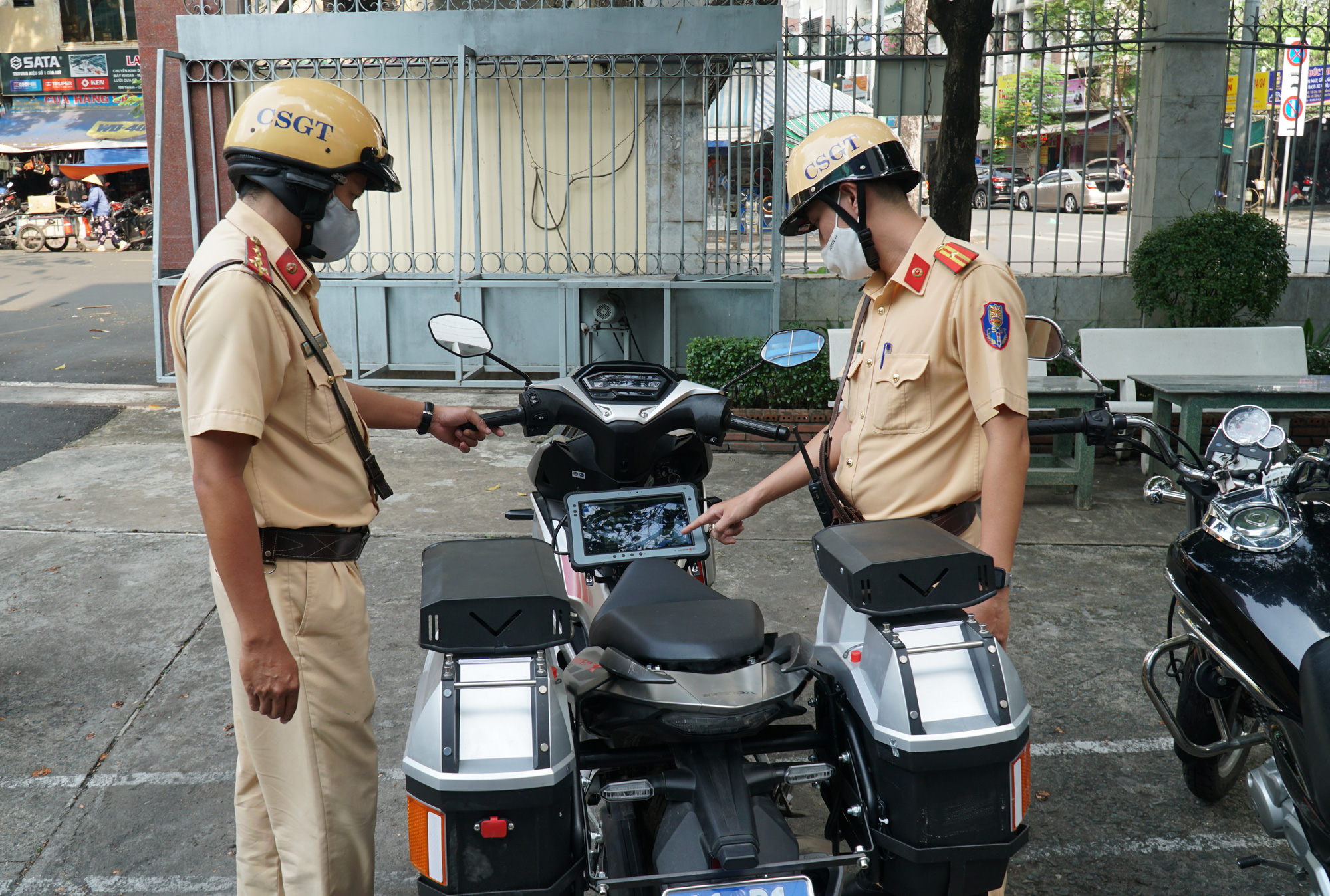 Ho Chi Minh City traffic police given special motorbikes with license plate identification system