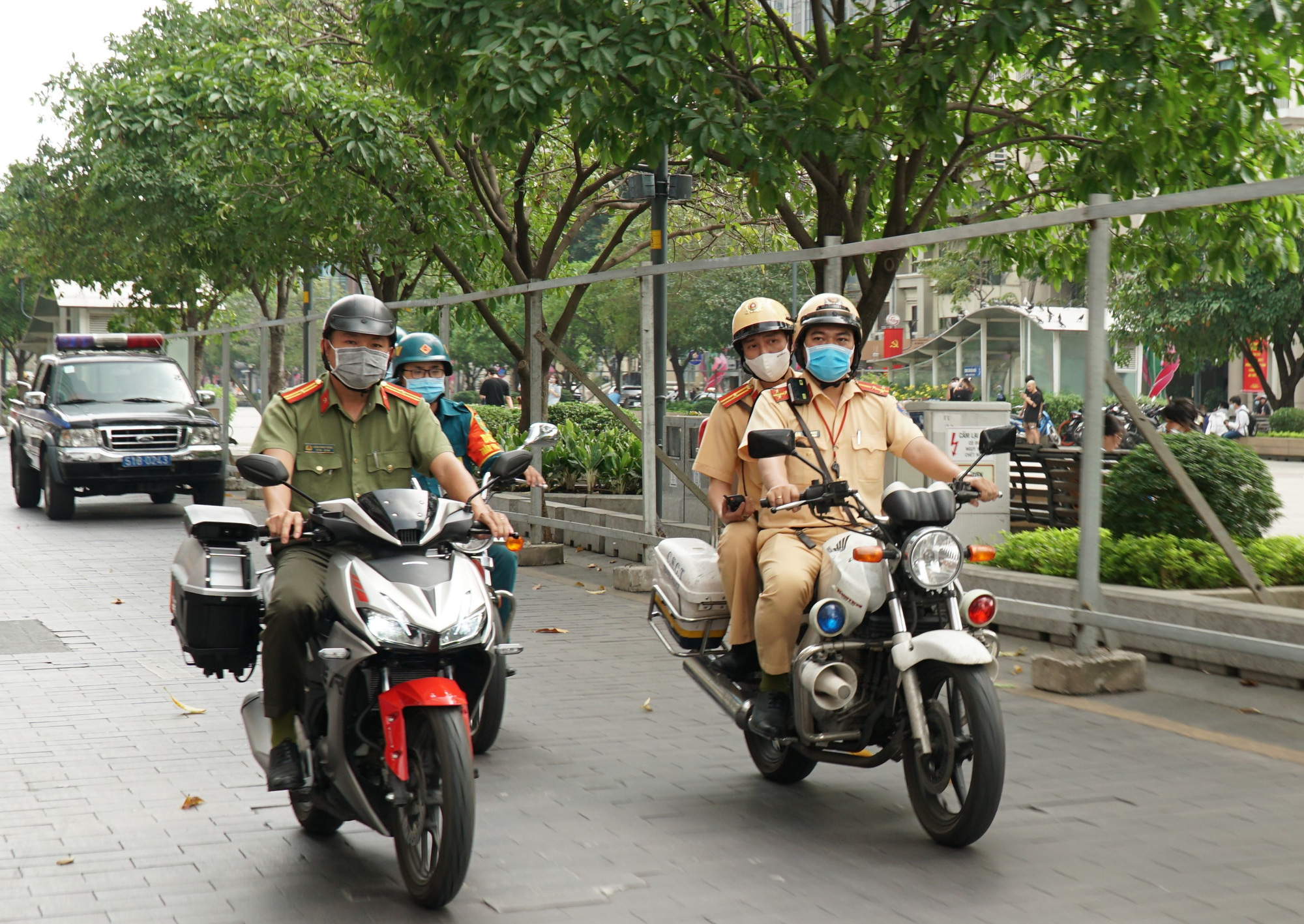 The special motorbike has two cameras on each of its side to scan license plates of vehicles. Photo: D. T. / Tuoi Tre