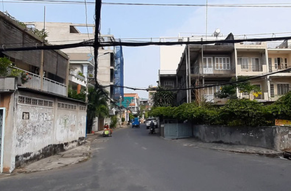 Police search for gang who besieged, robbed woman on Ho Chi Minh City street