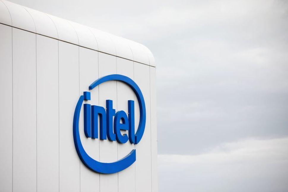 Intel invests additional $475 million in Vietnam plant