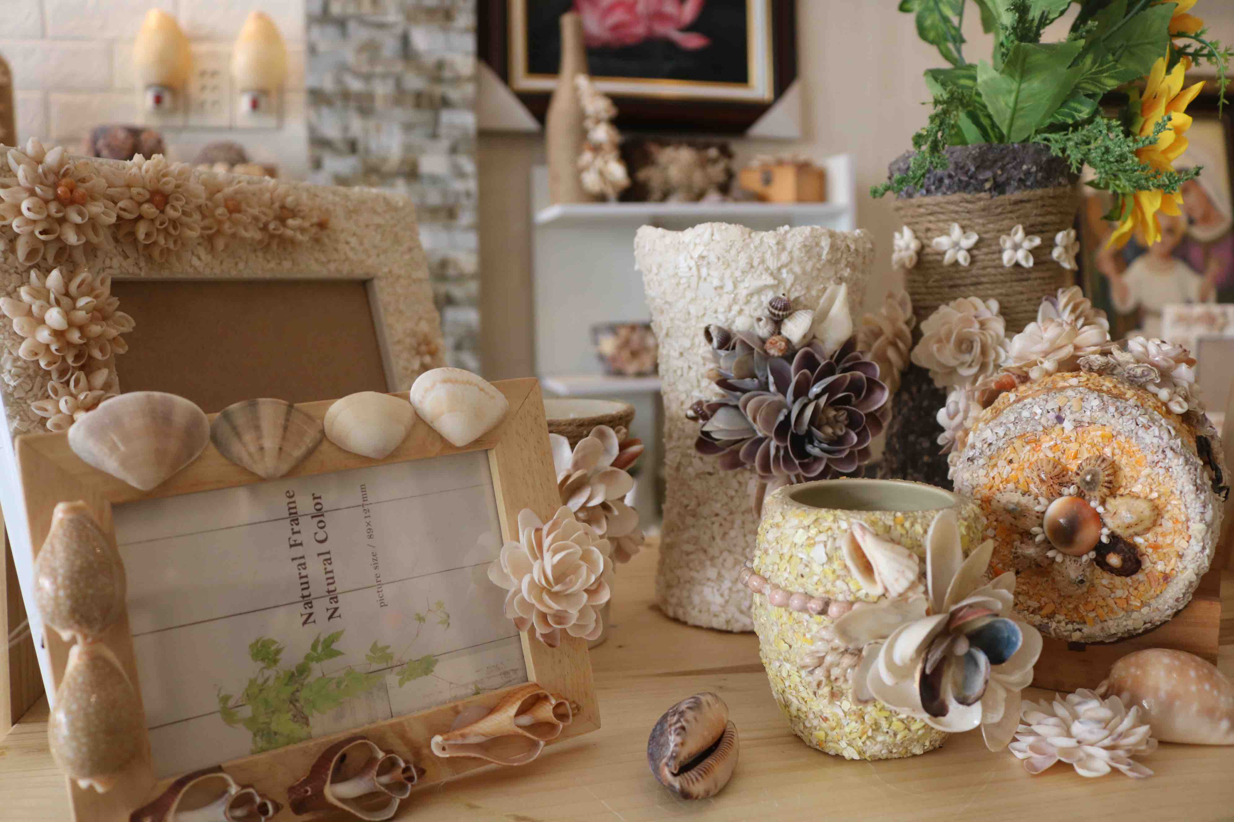 Picture frames and vases made from the shells are seen in this photo at Tran Thi Ngoc Hieu's showroom in District 1, Ho Chi Minh City. Photo: Hoang An / Tuoi Tre