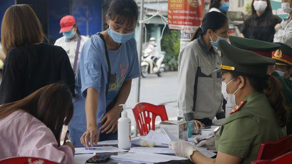 Vietnam records 100 domestic coronavirus cases in a single day: data