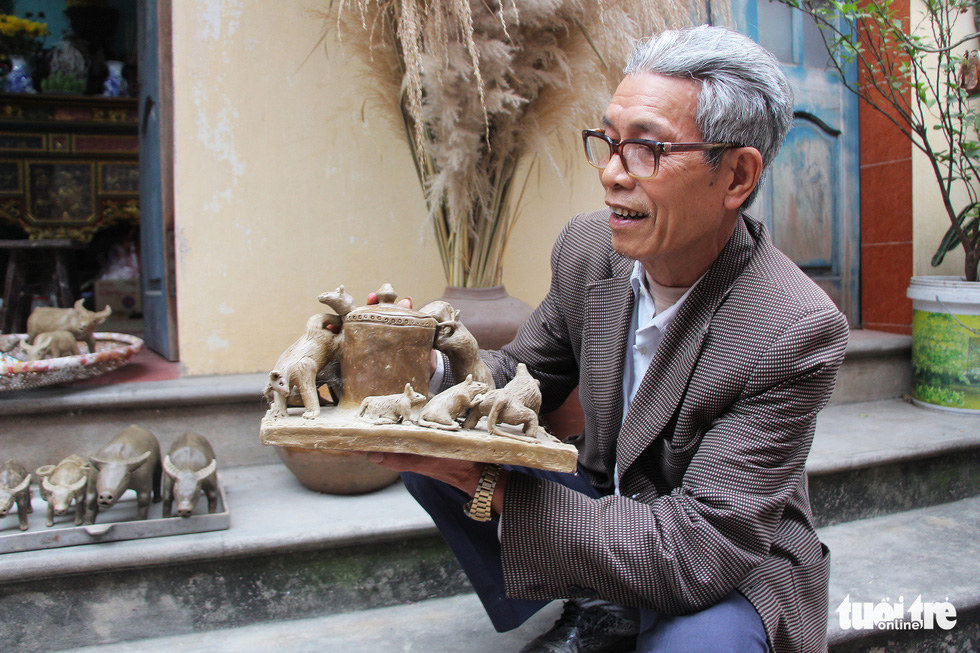 Artisan Phung Dinh Giap holds a clay ornament at Dong Khe Village, Song Khe Commune, Thuan Thanh Ditsrict, Bac Ninh Province, Vietnam. Photo: Ha Quan / Tuoi Tre