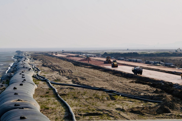 Land reclamation is seen at the Cat Hai - Dinh Vu Industrial Zone in Hai Phong City. Photo: Nam Tran / Tuoi Tre