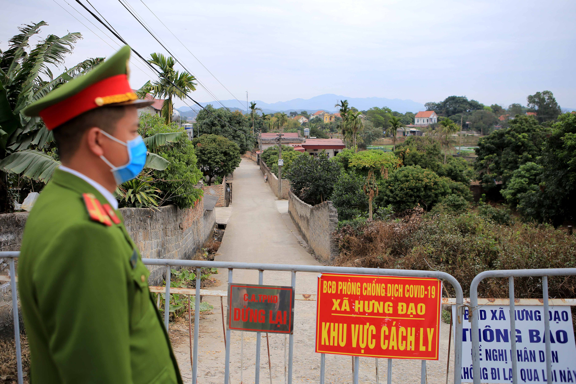 Kim Dien Village in Hung Dao Commune, Chi Linh City, Hai Duong Province is fenced off on January 28, 2021. Photo: Anh Cuong / Tuoi Tre