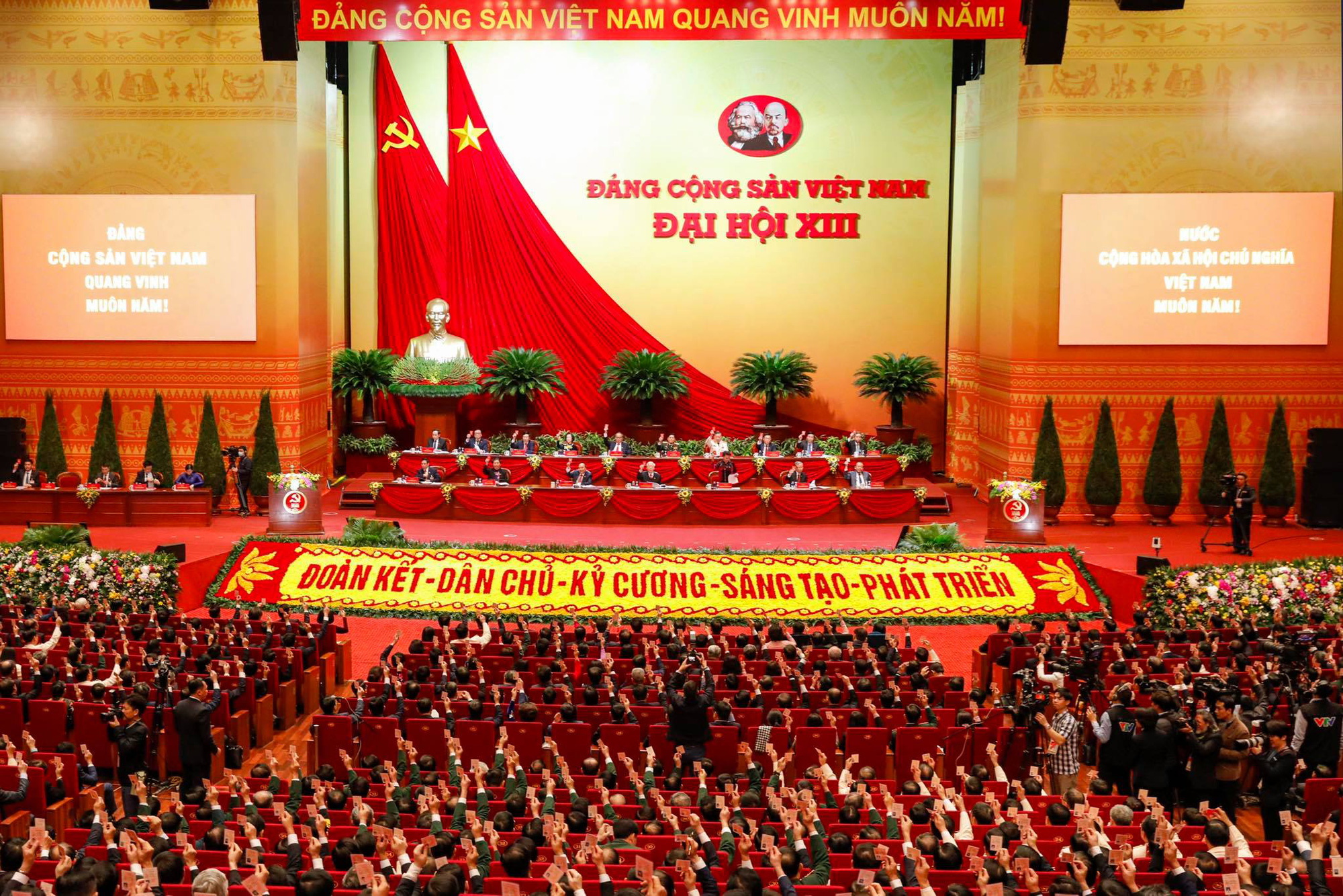 Vietnam announces list of 13th Party Central Committee members
