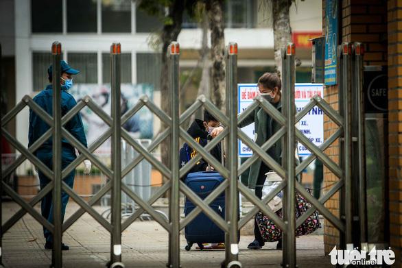 Vietnamese localities start either early school break or online study after new virus outbreak