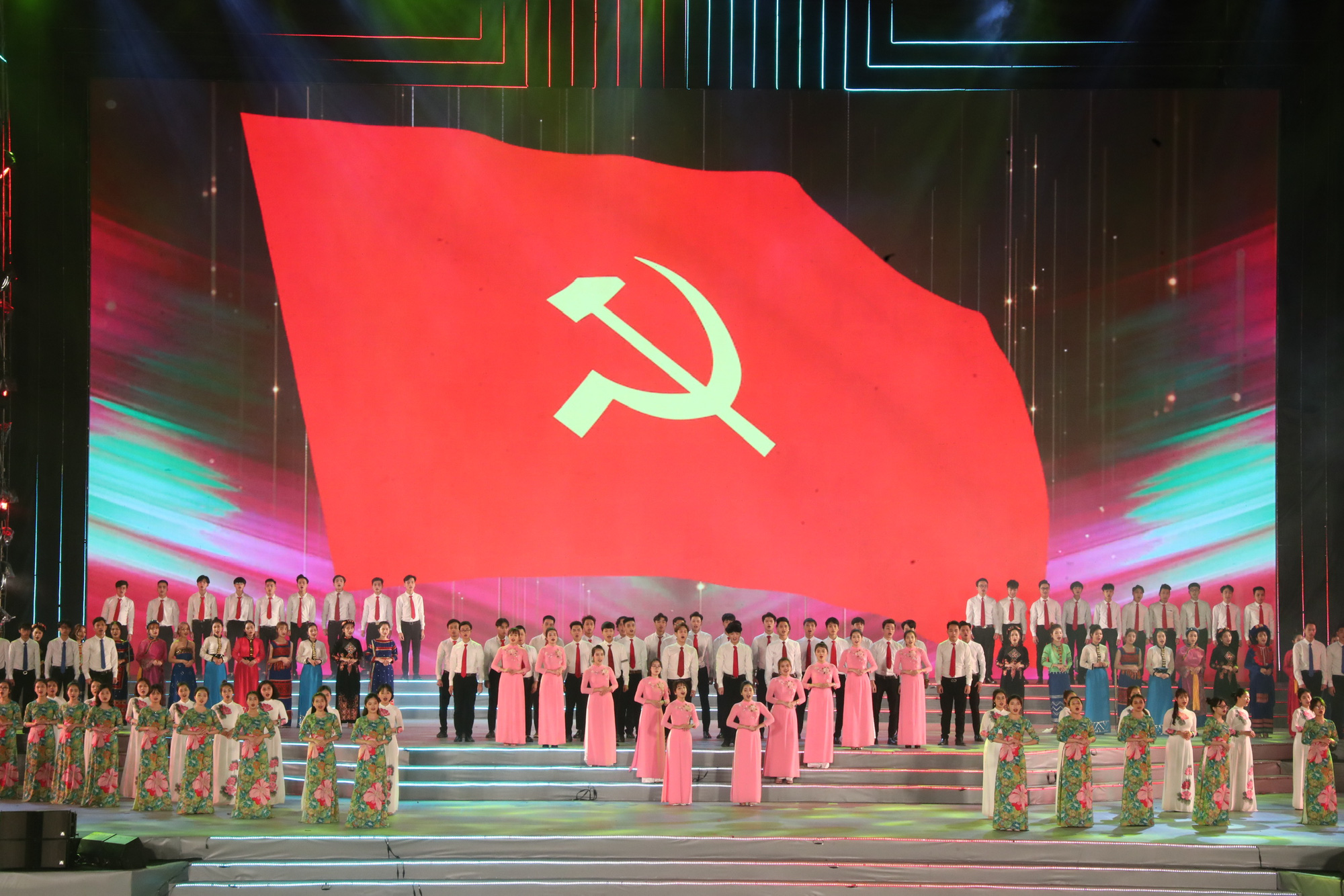 Special music show marks success of Vietnam's 13th National Party Congress