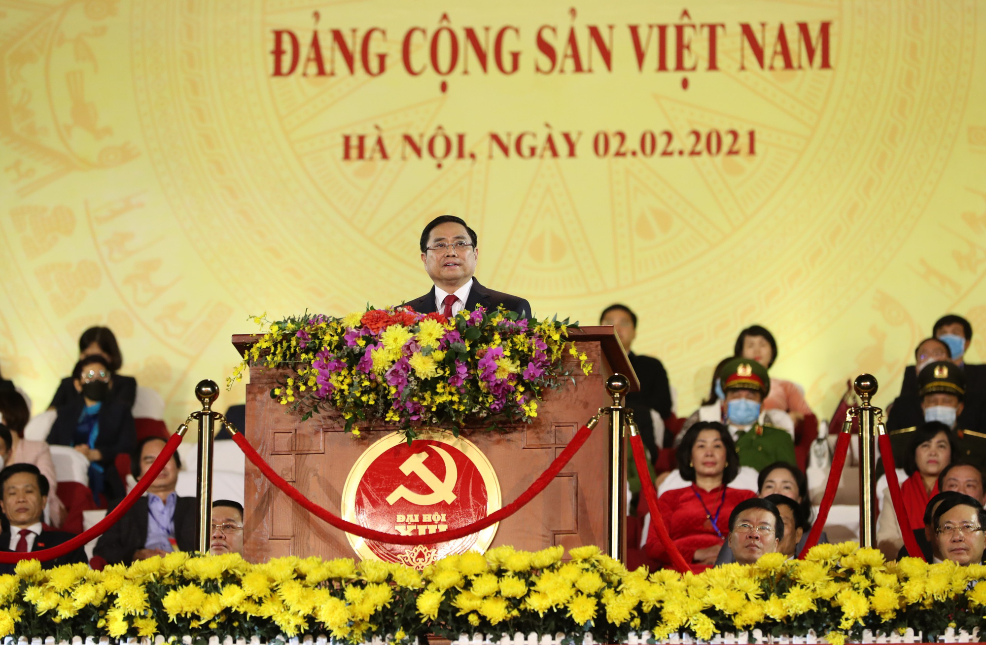 Pham Minh Chinh, Politburo member and head of the Party Central Committee's Organization Commission, delivers an opening speech at the music show in Hanoi, February 2, 2021. Photo: Nguyen Quang Phuc / Tuoi Tre