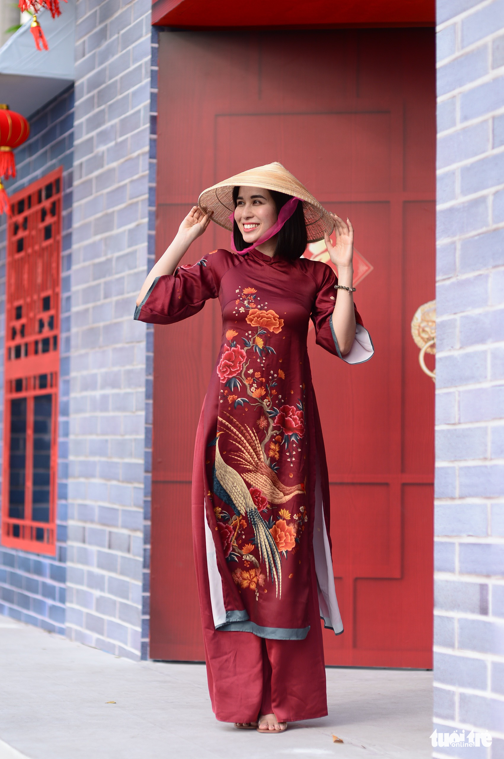 A woman poses for a photo at the Phu My Hung Spring Flowers Festival2021 in District 7, Ho Chi Minh City, February 4, 2021. Photo: Quang Dinh / Tuoi Tre