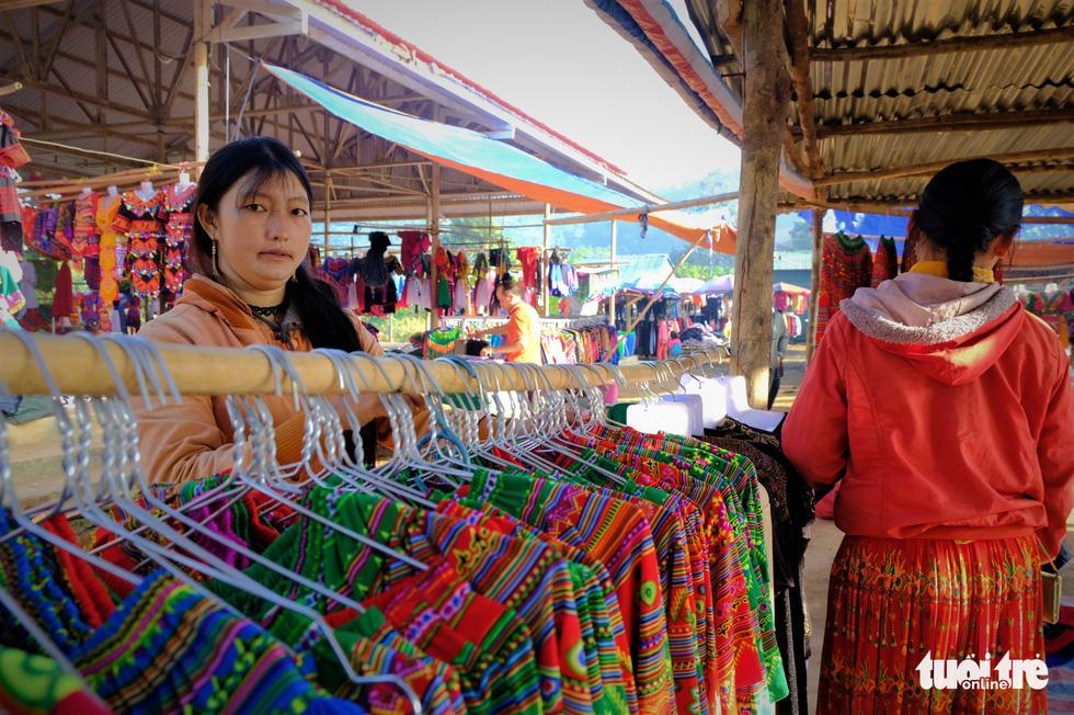 A vendor sells Hmong clothing at Dak R'Mang Market in Dak Nong Province. Photo: Dinh Cuong / Tuoi Tre