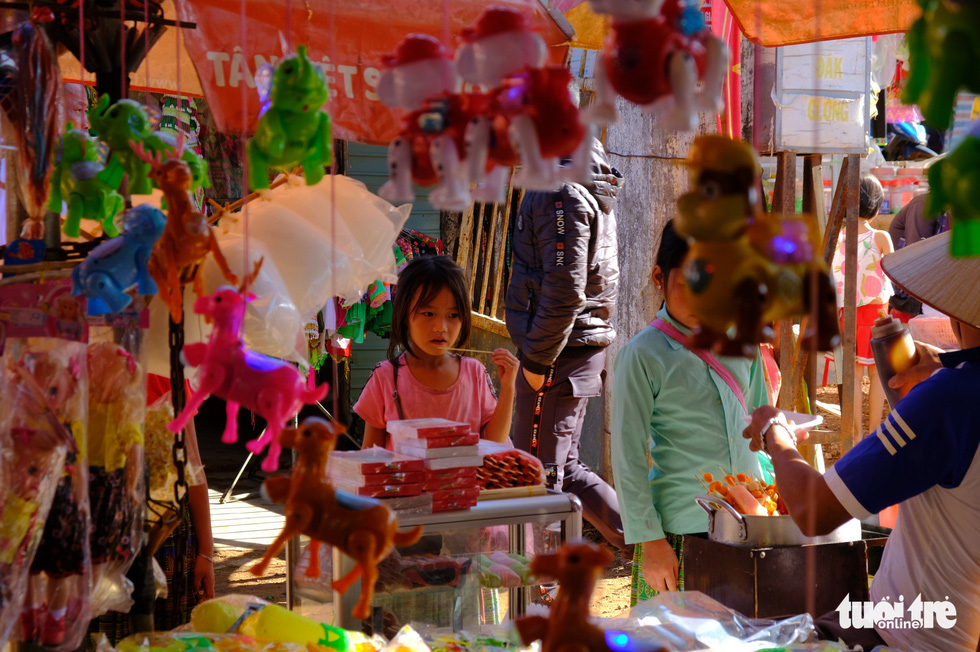 A toy stall at Dak R'Mang Market in Dak Nong Province. Photo: Dinh Cuong / Tuoi Tre