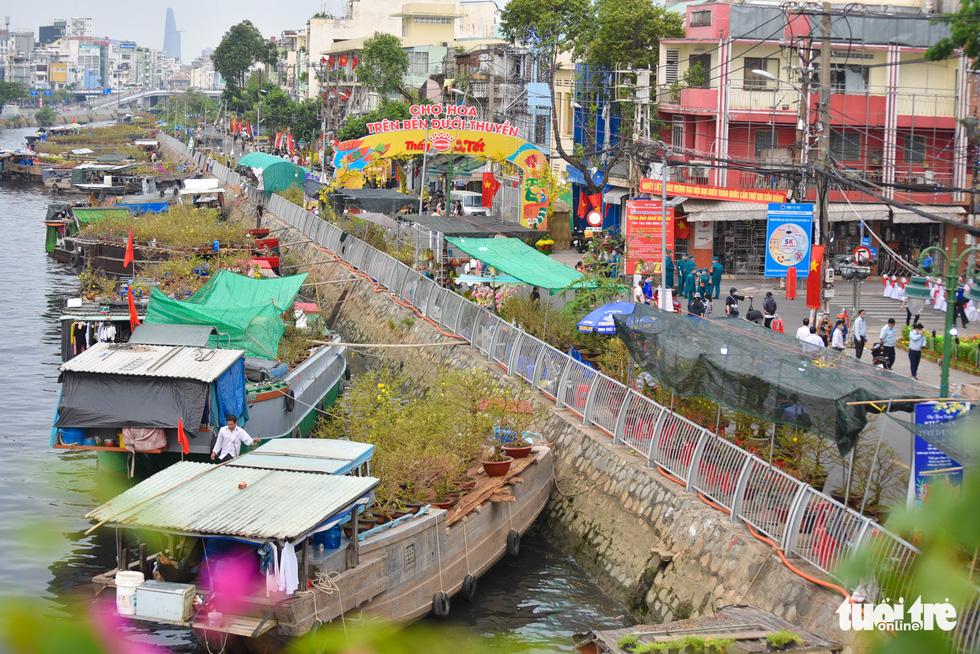 Ho Chi Minh City kicks off spring flower fest along canal
