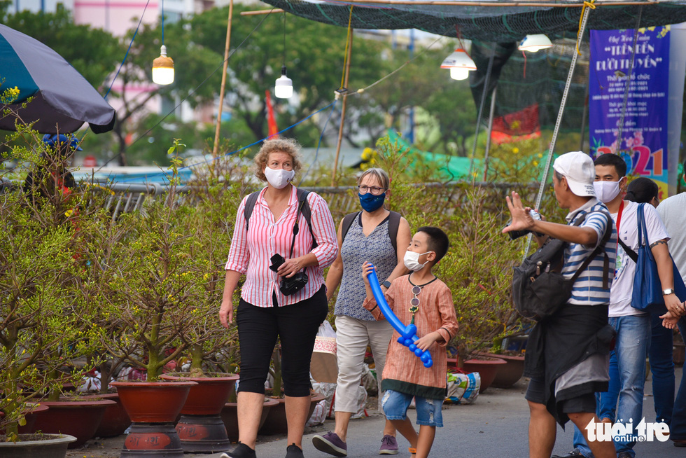 Foreigners visit the spring flower festival at Binh Dong Wharf along Tau Hu Canal in Ho Chi Minh City's District 8 on February 6, 2021. Photo: Ngoc Phuong/ Tuoi Tre