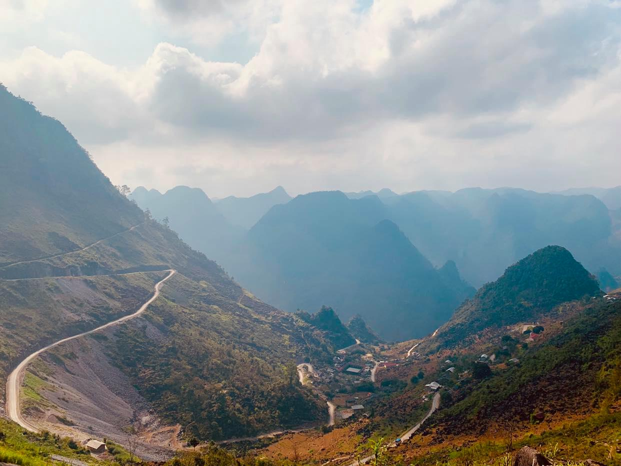 A stretch of the Ha Giang Loop in the northern mountainous province of Ha Giang. Photo: Phuong Tran/ Tuoi Tre News