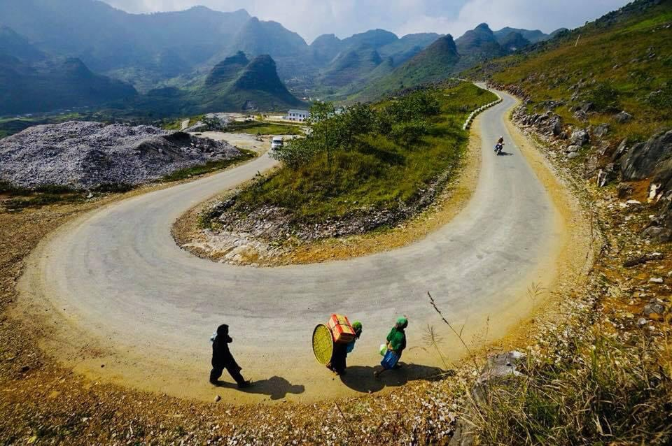 Local people walk on a stretch of Ha Giang Loop in the northern mountainous province of Ha Giang. Photo: Quang Dinh/ Tuoi Tre News