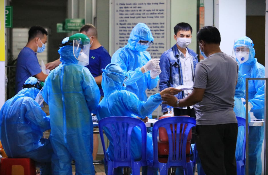Two more airport employees test positive for novel coronavirus in Ho Chi Minh City
