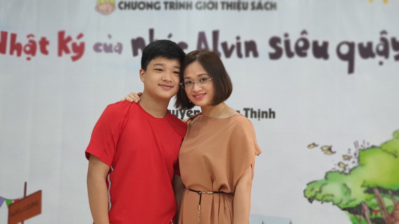 Teenage writer Nguyen Khang Thinh and his mother, Nguyen Thi Tam, are seen in this photo. Photo: Tuoi Tre