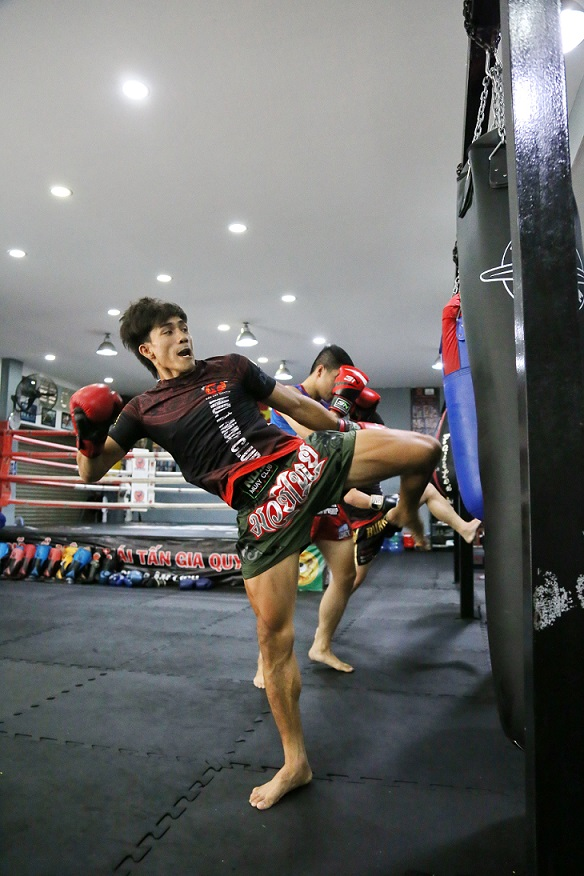 Vietnamese Muay Thai fighter Nguyen Tran Duy Nhat during a training session in Ho Chi Minh City. Photo: Huy Dang / Tuoi Tre