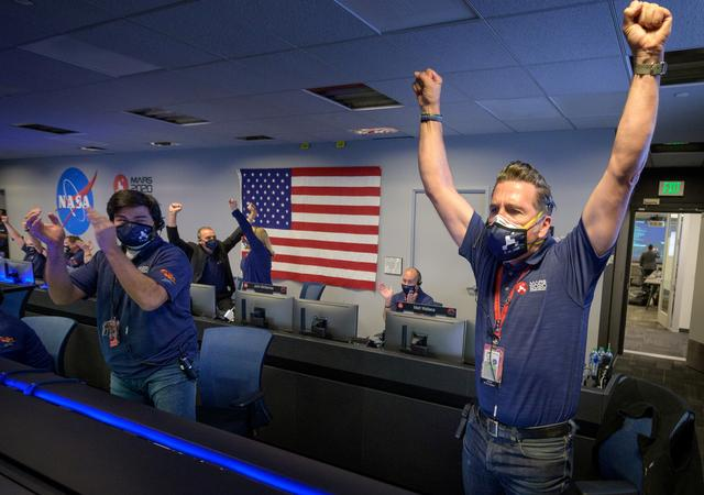 Members of NASA's Perseverance rover team react in mission control after receiving confirmation the spacecraft successfully touched down on Mars, at NASA's Jet Propulsion Laboratory in Pasadena, California, U.S. February 18, 2021. Photo: NASA/Bill Ingalls/Handout via REUTERS