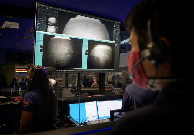 Members of NASA's Perseverance Mars rover team watch in mission control as the first images arrive moments after the spacecraft successfully touched down on Mars, at NASA's Jet Propulsion Laboratory in Pasadena, California, U.S. February 18, 2021. Photo: NASA/Bill Ingalls/Handout via REUTERS