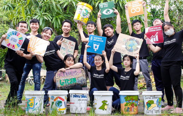 Young people transform one of Vietnam's most famous markets into one of its cleanest
