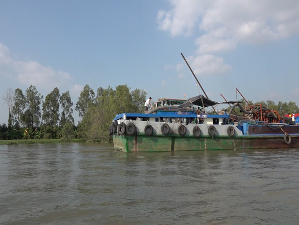 Massive boats dredge sand, threaten erosion on rivers in Vietnam's Mekong Delta