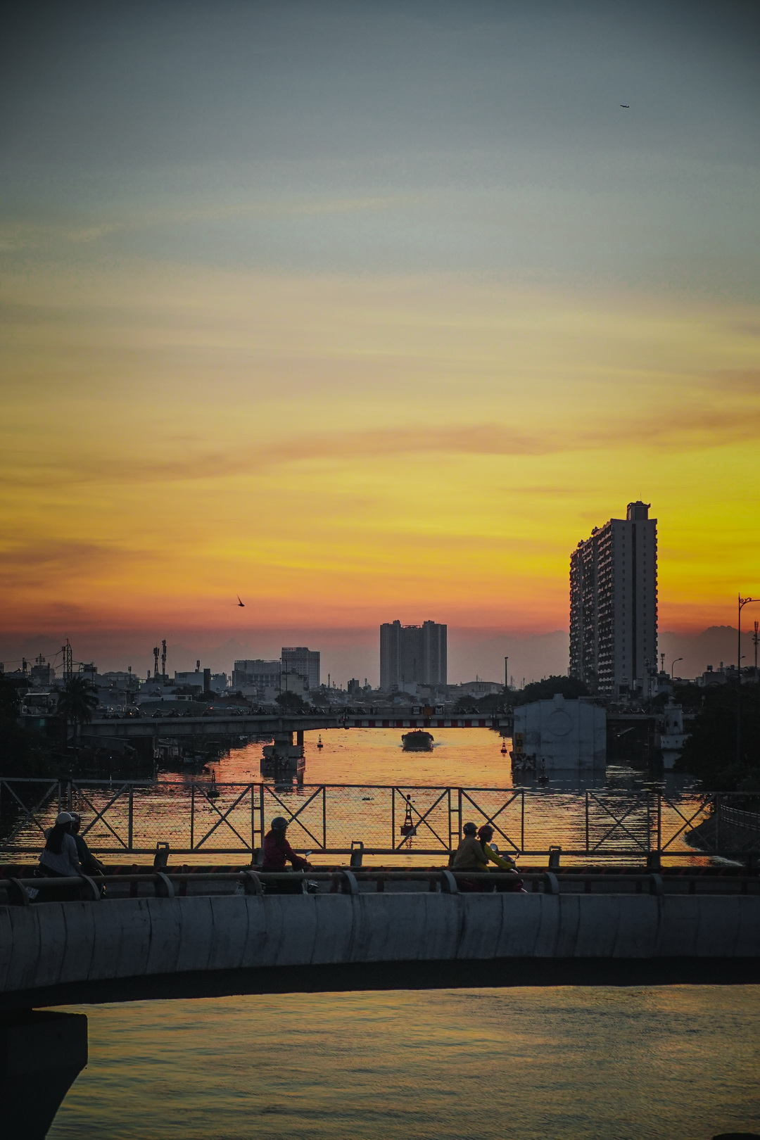 Saigon in sunset. Photo: @odaucungchup