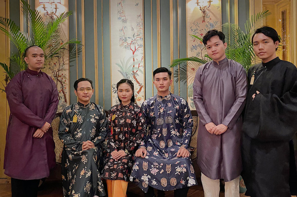 Vietnamese youths wear traditional five-part ao dais in a group photo