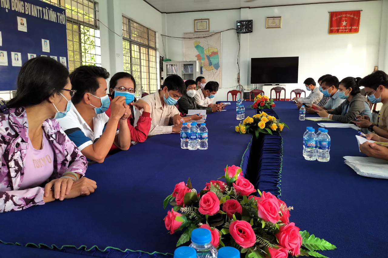 A quick response team for COVID-19 prevention and control holds a meeting in Dong Thap Province, Vietnam. Photo: Thai Thuan / Tuoi Tre