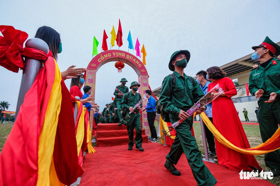 Enlistees from Hanoi's Dong Anh Province head to the military vehicles in the rookie handover ceremony, February 27, 2021. Photo: Nam Tran / Tuoi Tre