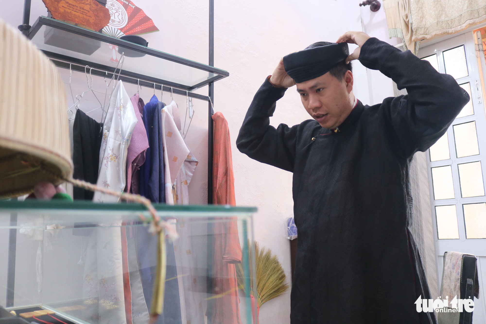 Tran Quang Minh Tan tries on a piece of Nguyen Dynasty clothing